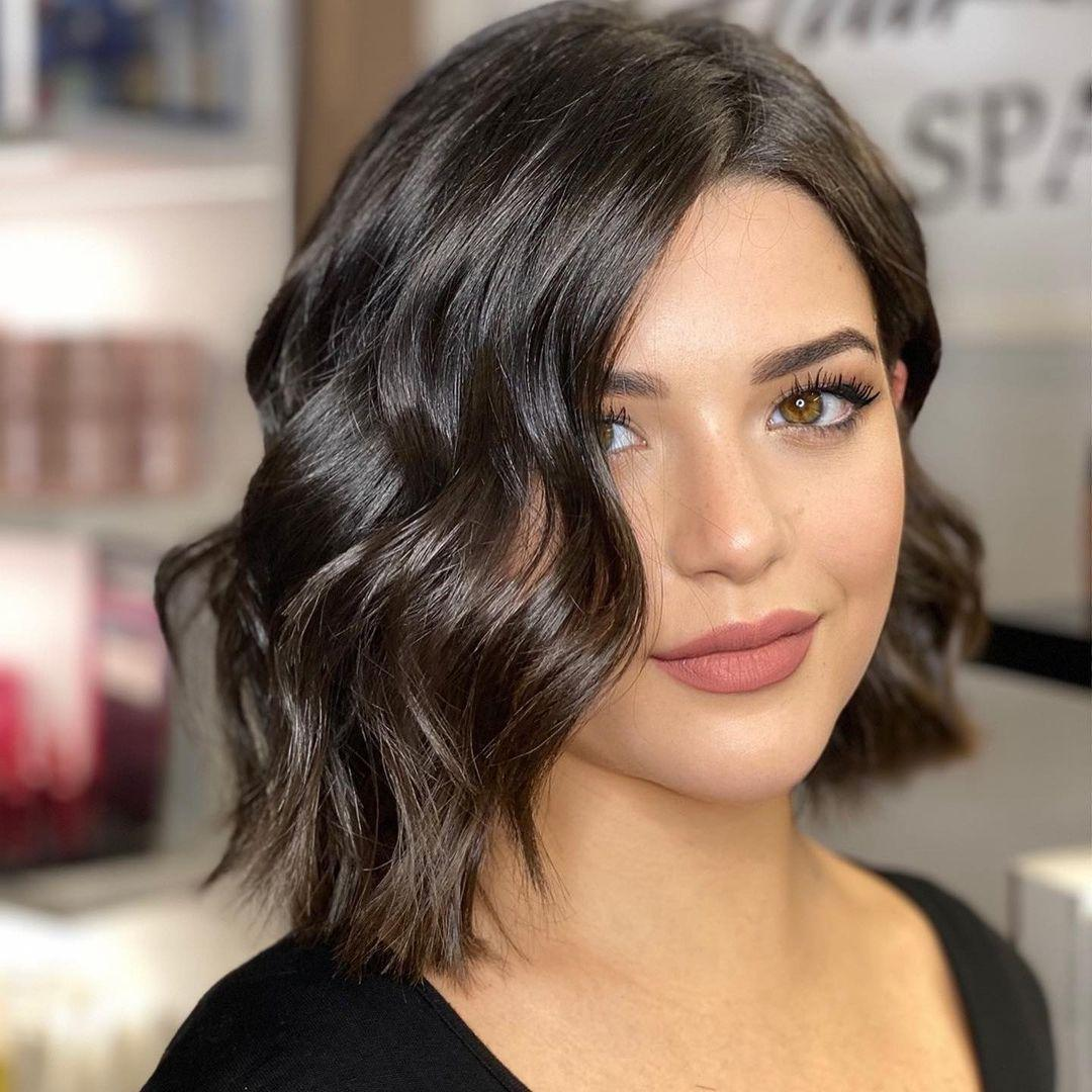 Medium Length Hairstyles of Thick Hair: Tips and Top Looks From The Experts